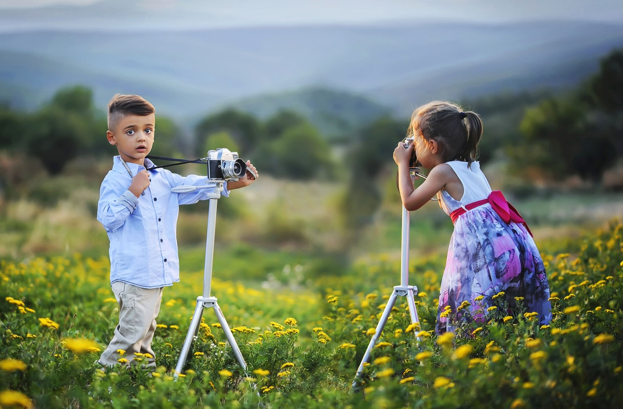 Children's photo session near the mountains