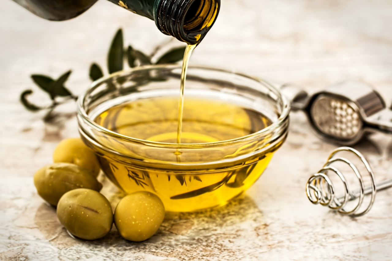Olive oil as salad dressing from the bottle