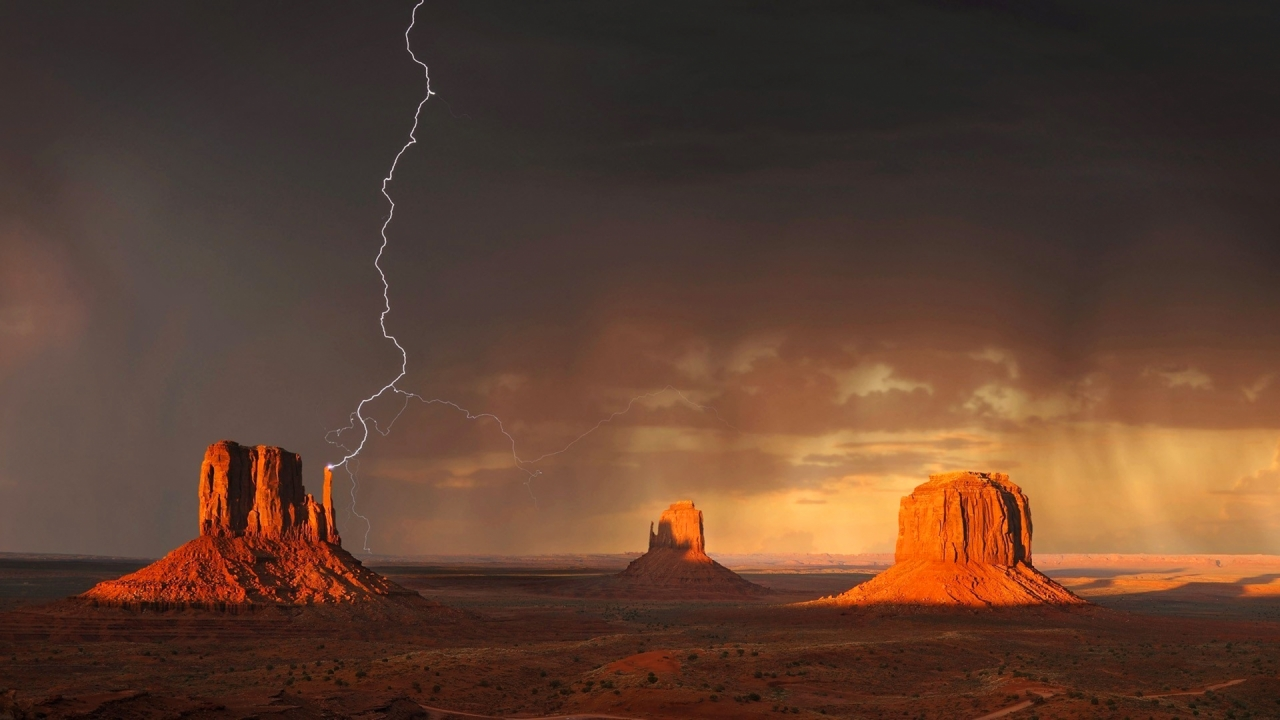 Monument Valley in Utah during the lightning storm