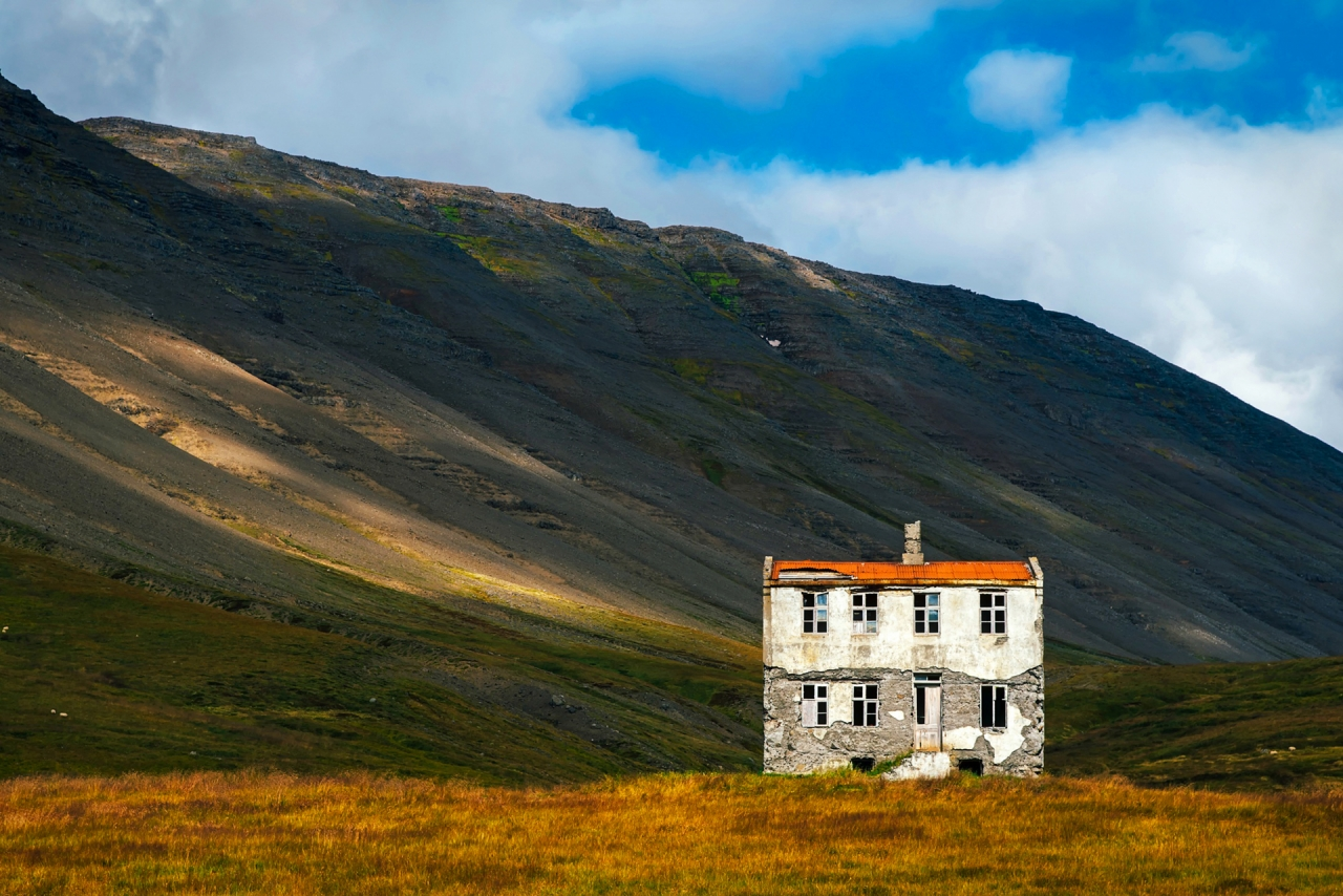 Abandoned house in Iceland :: Free photos